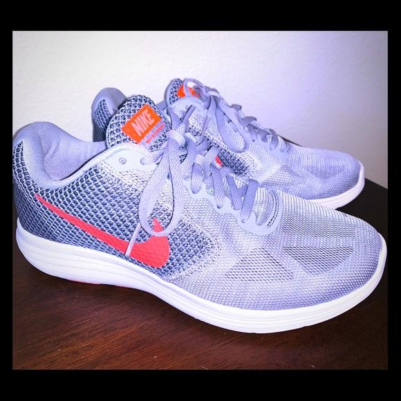 0cdba86bc003 Women s Nike grey white   neon coral tennis shoe. M 5c3a3fcbde6f6299b88f083a